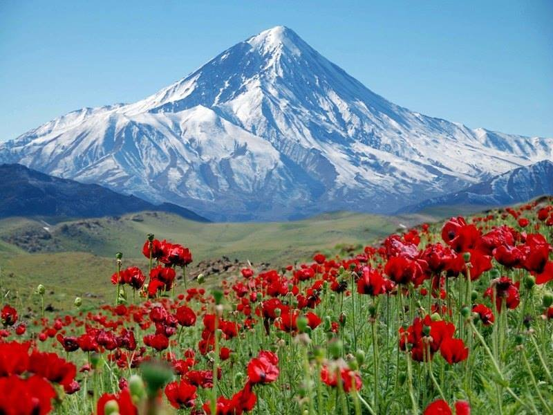 Mt. Damavand, 5600m stratovolcano north-east of Teheran, Iran.